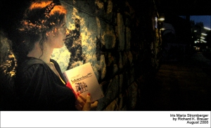Iris Maria liest Rotkäppchen 2069