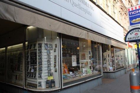 Auslage Buchhandlung am Quellenplatz