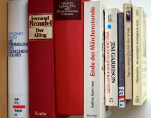 Bücherstapel im Juni 2013